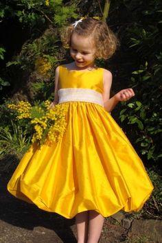 robe jaune vif pour cortege
