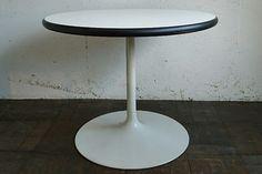 ・HOUTOKUラウンドテーブル ¥30,240(taxin) size:Φ74H59cm