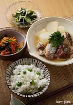 Japanese food / 鯛と豆ごはん ...dikon radish....*drool... tha fish looks good too...