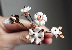 White flowers hair pins  matte white flowers and by LucieTales, €24.00