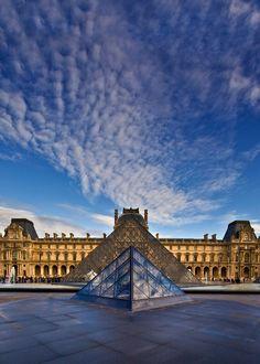 Le Louvre. Quelque jour je vais passer assez de temps ici. Il me manque beaucoup