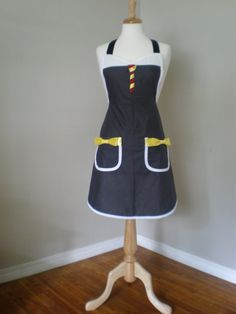 Harry Potter inspired  Aprons - I want one.