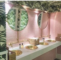 Find the most luxurious bathrooms ever here. Find them at maisonvalentina.net