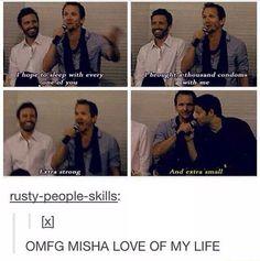 Misha Collins Seb Roche condoms joke at convention Supernatural Actors, Castiel, Supernatural Crossover, Misha Collins, Decimo Doctor, Winchester Boys, Superwholock, Johnlock, Sherlock