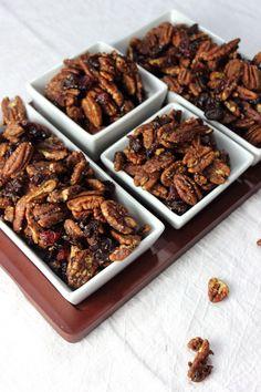Festive Christmas Nut Mix #Christmas #snacks #nuts #pecans #nutmix #cranberries www.simplyplayfulfare.com