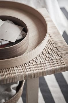 Inspired by Swedish light and nature, the new IKEA STOCKHOLM 2017 collection is made from rattan, hand-blown glass and ash. Ikea Stockholm 2017, Bedroom Designs, Living Room Designs, Nature Living, Style Californien, Furniture Decor, Furniture Design, Ikea Bank, Turbulence Deco