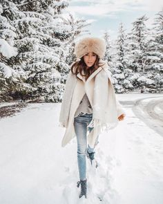 Last snow photo before New York - still maybe my favourite because Im wearing my mum's vintage hat from Winter Wear, Autumn Winter Fashion, New York Snow, Snow Day Outfit, Outdoorsy Style, Inspiration Mode, Winter Photography, Christmas Photography, Winter Looks