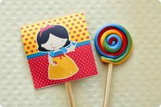 Festa Pronta - Branca de Neve - Tuty - Arte & Mimos Que tal usar esta inspiração para a próxima festa? Entre em contato com a gente! www.tuty.com.br #festa #personalizada #party #bday #birthday #tuty #branca #neve #SnowWhite #Happy #love #party #Bday #Cute