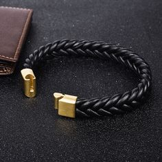 Cool T Shirts & Accesories Bracelet Cuir, Bracelet Clasps, Bangle Bracelets, Bangles, Hippie Chic Fashion, Mens Braids, Braided Leather, Black And Brown, Accessories