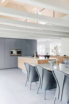 The Farm in Denmark by Anita Barner Ibsen Open Plan Kitchen, Kitchen Layout, New Kitchen, Latest Kitchen Designs, Modern Kitchen Design, Modern Country Style, Country Style Homes, Attic Spaces, Built In Wardrobe
