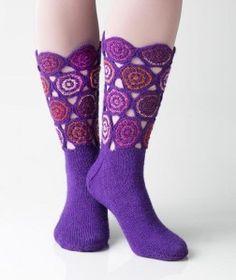 Lila zokni egyedi tervezéssel