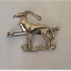 Silver Deer Brooch Not sterling Silver Brooch Dimensions +/- .  18 x 18 x 2 (mm) :  0,71 x 0,71 x 0,08 (inch) Brooch Weight +/- .  2 g :  0,07 ounces Deer, Cufflinks, Arts And Crafts, Brooch, Jewellery, Silver, Accessories, Fashion, Moda