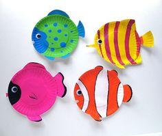 papier fische in bunten farben - idee für sommer basteln