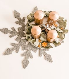 DIY - Adventskranz 2019 | The Nina Edition - The Nina Edition Berlin, Place Cards, Place Card Holders, Pearls, Diy, Light Chain, Xmas Trees, Crown Cake, Do It Yourself