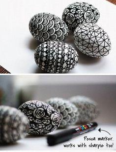 Eier bemalen schwarz-weiß