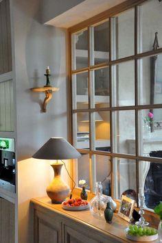 verrière intérieur en bois peint taupe avec rebord super pratique