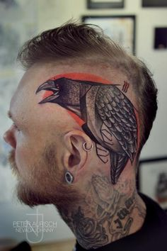 Wild tat - Crow Raven Black bird head tattoo by Peter Aurisch Trendy Tattoos, Unique Tattoos, Beautiful Tattoos, Tattoos For Guys, Cool Tattoos, Crazy Tattoos, Tatoos, Amazing Tattoos, Bild Tattoos