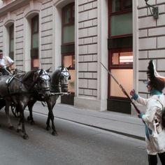 Entlegene Orte in Wien, die auf euren Besuch warten | 1000things Post Bus, Der Bus, Horses, Animals, Snow Mountain, Mysterious Places, Waiting, Tours, Explore