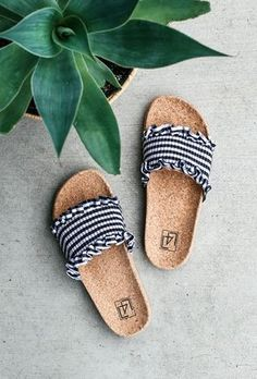 53 stunning summer shoes you need this summer - Page 19 of 53 - SooPush - Summer shoes, summer outfits, sandals. Sport Sandals, Slide Sandals, Bow Sandals, Ankle Strap Flats, Cute Shoes, Me Too Shoes, Estilo Hippie, Studded Heels, Summer Shoes