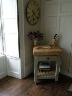 For affordable handmade painted furniture in Devon, contact Exmoor Furniture today to request a free quote. Handmade Kitchen Furniture, Handmade Kitchens, Dining Room Furniture, Slate Worktops, Little Greene Paint Company, Shaker Doors, Kitchen Units, Bespoke Furniture, Traditional Kitchen