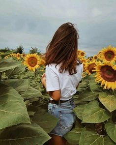 New flowers photography sunflowers sunflower fields ideas Hipster Photography, Photography Women, Nature Photography, Fashion Photography, Photography Flowers, Photography Tricks, Travel Photography, Digital Photography, Landscape Photography