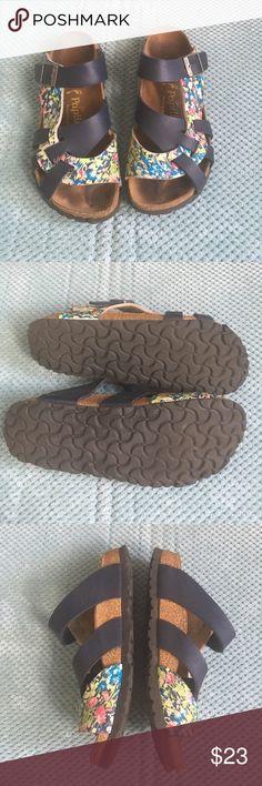 ca403c12ddf Birkenstocks Papillio Pisa sandals Navy  amp  floral print Pisa sandals in  great used shape!