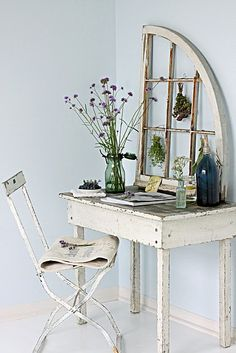love the window frame as a desk back.