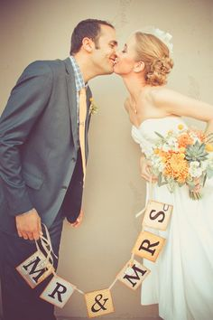 Love this photograph! {Floral Occasions by Janna Hatch} #weddings