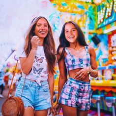 I KNOW IT'S PHOTOSHOPED BUT LET'S JUST APPRECIATE how cute Annie would look I'm that romper👌👌 Mackenzie Ziegler, Maddie Ziegler, Bff Pictures, Editing Pictures, Hayley Leblanc, Annie Lablanc, Jayden Bartels, Bratayley, Loren Gray