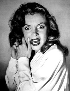 Hollywood 1949 - Marilyn Monroe expressing horrified fear after the photographer asked her to emote like a silent movie heroine by Philippe Halsman. Viejo Hollywood, Old Hollywood, Hollywood California, California Usa, Hollywood Glamour, Hollywood Actresses, Classic Hollywood, Fotos Marilyn Monroe, Philippe Halsman