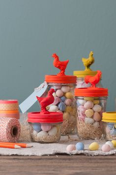 Toys are always a fun DIY project. These nesting chicken mason jars are a cute decoration for your #Easter spread.