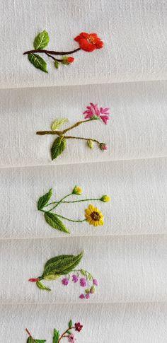 다건 & 다건바구니 : 네이버 블로그 Embroidery Leaf, Hand Embroidery Projects, Creative Embroidery, Brazilian Embroidery, Quilted Bag, Le Point, Craft Projects, Needlework, Burberry