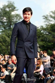 Alden Richards at the Seoul International Drama Awards. Alden Richards, Tv Awards, Dimples, Seoul, Drama, Suit Jacket, Actors, Shit Happens, Formal