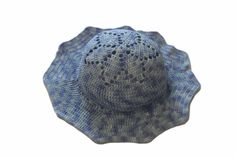 Letní ručně háčkovaný klobouk s krajkovým vzorem květiny v modré barvě, tón v tónu. Klobouk barevně trochu nevšední, ale určitě upoutá pozornost kolemjdoucích. materiál: příze Hawai multicolor 1527 velikost: univerzální Petra, Winter Hats, Shop, Fashion, Moda, Fashion Styles, Fashion Illustrations, Store
