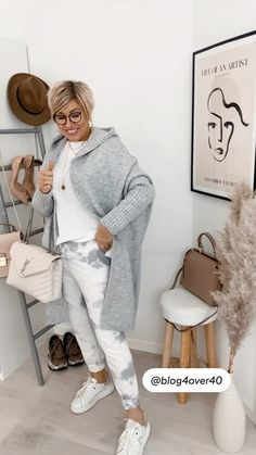 Mode Outfits, Casual Outfits, Fashion Outfits, Womens Fashion, Short Hair Older Women, Older Women Hairstyles, Meghan Markle Wedding Dress, What To Wear Fall, Clothes For Women Over 50