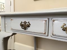Annie Sloan's pure white layered with General finishes Seagull grey and white glaze. Love! Painted by @jaimea4