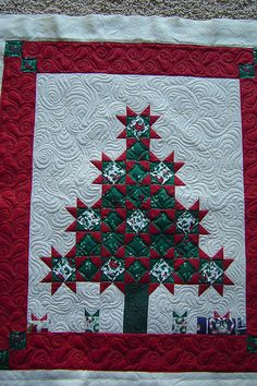 Great border design! Jessicasquiltingstudio via Flickr