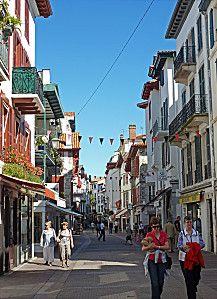 La rue Gambetta à saint Jean de Luz