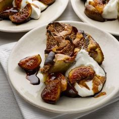 Ottolenghi-Fig, yoghurt and almond cake with (or without) extra figs Serve this on its own, with a cup of tea, but do also make a fully-fledged dessert dish with the figgy accompaniment - it doesn't take much extra effort. Fig Recipes, Yogurt Recipes, Sweet Recipes, Baking Recipes, Yotam Ottolenghi, Ottolenghi Recipes, Pavlova, Gastronomia, Portuguese Recipes