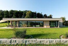 Villa basse avec toit plat                                                                                                                                                                                 Plus