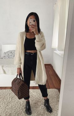 Louis Vuitton Bag, Louis Vuitton, and oufti Source by favvvy_com outfits invierno Winter Fashion Outfits, Fall Winter Outfits, Look Fashion, Summer Outfits, Holiday Outfits, Trendy Fashion, Girl Fashion, Hijab Casual, Cute Casual Outfits