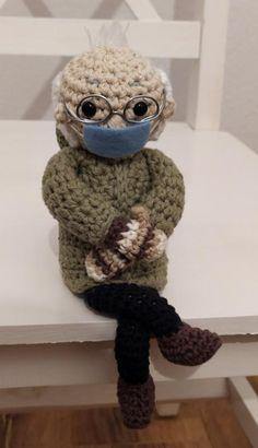 Háčkovaný bernie sanders, - 26 € od predávajúcej peta_tvorimslaskou | Bazár - Modrý koník Bernie Sanders, Peta, Crochet Toys, Maps