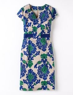 Love a shift, especially one with this high contrast band.  I've spotted this @BodenClothing Notch Neck Shift Blue Tapestry