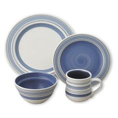 32 Piece Dinnerware Set. I wish it came in red