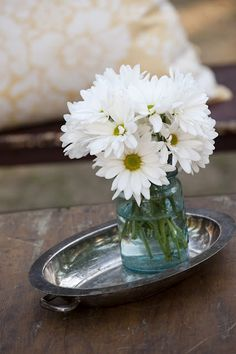 DIY Daisy Wedding Arrangements – Doing the Daisy Thing! | Wholesale Wedding Flowers Blog | BloomsByTheBox.com
