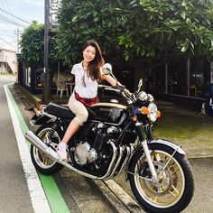 埼玉県和光市のカスタムバイク『ホワイトハウス』さんにて❤CB1100 K10 #BMW #S1000RR #AmiKimura #motorcycle #bike #rider #オートバイ #バイク #ツーリング #木村亜美 #女性ライダー #モデル #ライダー  #ホンダ #HONDA #CB1100 #K10