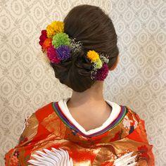 いいね!392件、コメント1件 ― R.Y.K Vanilla Emuさん(@ry01010828)のInstagramアカウント: 「結婚式の前撮り 和装ロケーション撮影のお客様 トップは高さを出して 左下でまとめたスタイル 清楚な和スタイル♪ ビビットなカラーのお花と かすみ草を左右に付けました 11月の撮影…」 Kimono Japan, Japanese Kimono, Up Styles, Hair Styles, Hair Arrange, Japanese Hairstyle, Wedding Hairstyles, Hair Beauty, Hair Accessories