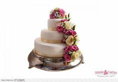 Piętrowy tort weselny, kwiatowy tort weselny, tort z żywymi kwiatami, zywe kwiaty, tort w stylu angielskim, różowo-białe kwiaty, biało-różowy tort weselny, wesele, Tarnów