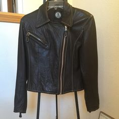 ANNE KLEIN DESIGNER MOTO Jacket  Sz. X SM Gorgeous lambskin brown leather jacket.  The garment is in excellent preowned Condition. High end lambskin and fabric lining. Zipper in the sleeves. Jacket runs large. Can fit. Small and petite Medium. Anne Klein Jackets & Coats