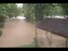 Inalillahi..musibah banjir melanda wonosari gunung kidul jogjakarta.-Indonésia: Além dos terremotos, do Vulcão Agung e do ciclone que está espalhando suas cinzas, em Java terríveis inundações